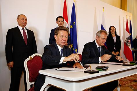 V. li.: Alexey Miller, Chairman des Gazprom Management Committee und Rainer Seele, Vorstandsvorsitzender der OMV unterzeichneten Anfang Oktober einen Vertragszusatz über Gaslieferungen nach Österreich