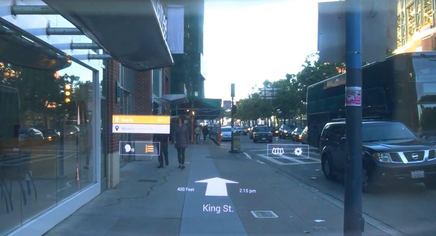 Analog zur Anwendung im Straßenverkehr kann die Datenbrille bei einer Nutzung in der Logistik den Picker durch die eingeblendeten Richtungsanweisungen direkt zum richtigen Regal lotsen.