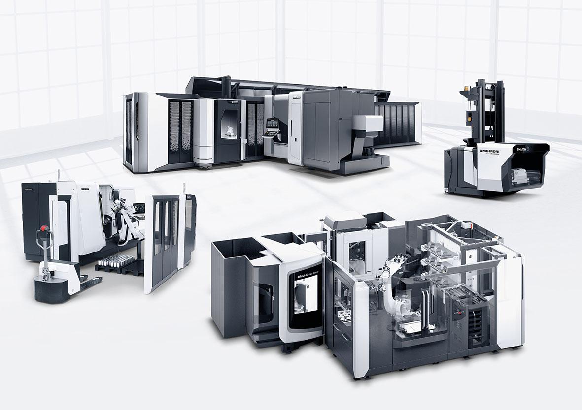 Es wurden 15 Automationslösungen, darunter das neue PH Cell an einer DMU 65 monoBlock, eine DMC 90U duoBlock mit PH-AGV 50 sowie eine CTX beta 1250 TC mit dem Robo2Go Vision gezeigt.