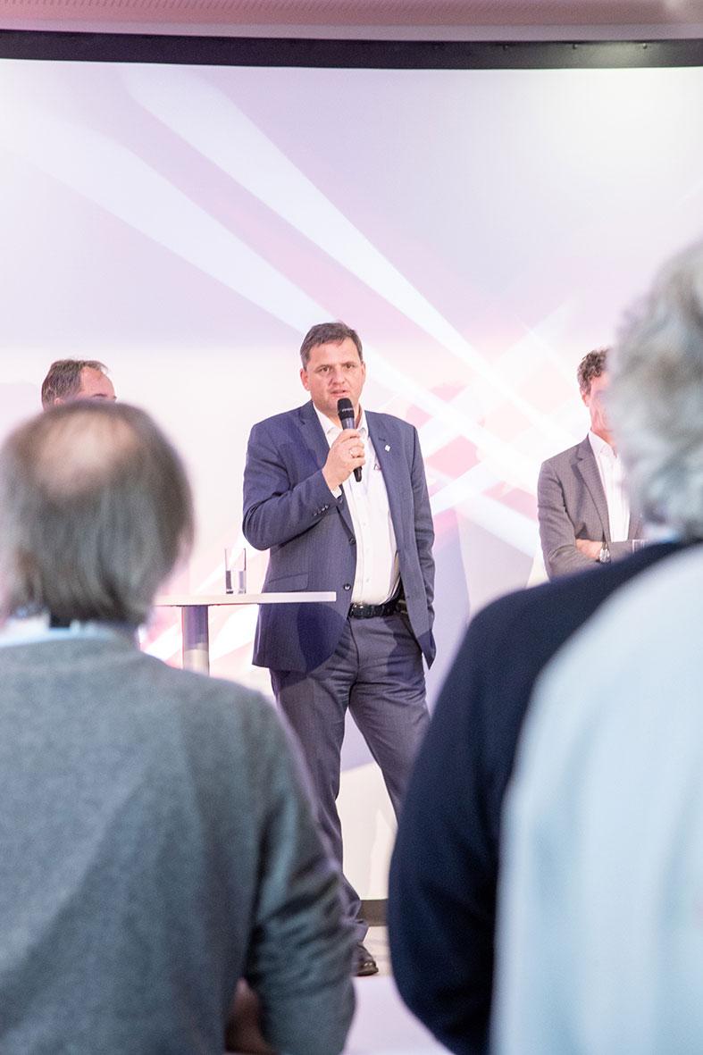 """""""Bis 2022/23 ist es unser Ziel Nummer 3 im Bereich der Zerspanung zu werden"""", erklärt Gerhard Bailom, Geschäftsführer von Ceratizit Deutschland."""