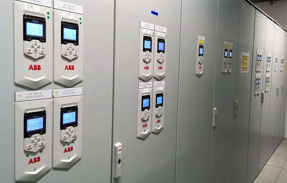 ACS 880 Frequenzumrichter werden für Fördertechnik- und Pumpen-Anwendungen genutzt