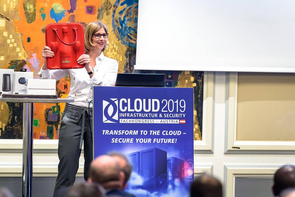 Daniela Schilling, Director Vogel IT Akademie, stellte nicht nur die Agenda des Tages vor sondern u.a. die Veranstaltungspartner und Preise des Conference Quiz.
