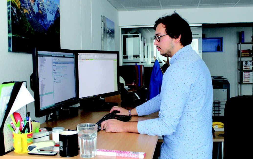 Nach dem Ausbildungsprogramm zum Eplan Certified Engineer (ECE) darf sich Stefan Djuric´, Projektmanager bei A&C, zertifizierter Engineering-Experte nennen.