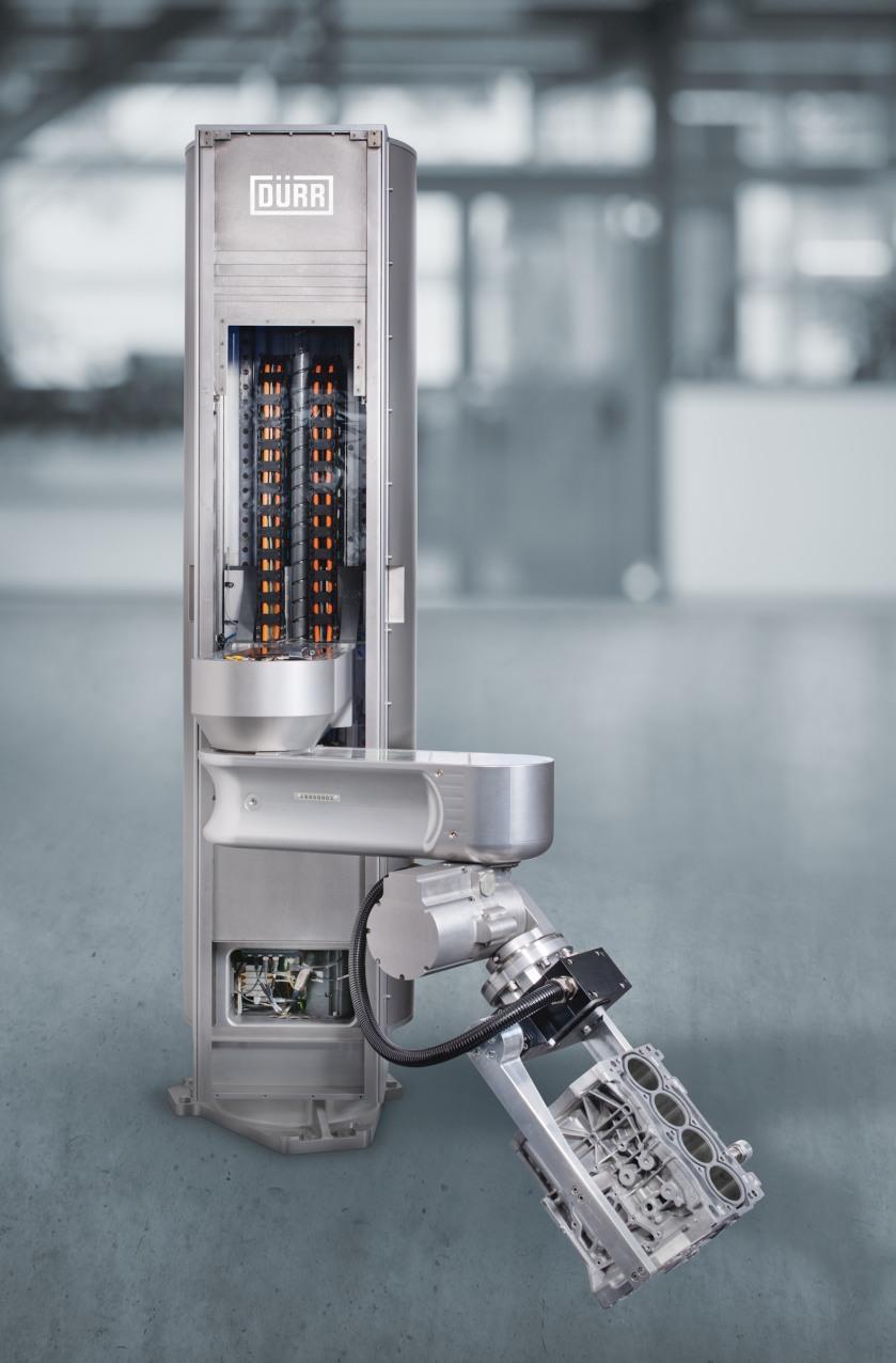 Als erster, speziell für den Einsatz in Roboterzellen entwickelter Manipulator überzeugt der Scara durch eine robuste Konstruktion mit Schutzklasse IP 69 und die anwenderfreundliche Programmierung und Bedienung über die CNC-Steuerung der Reinigungsanlage.