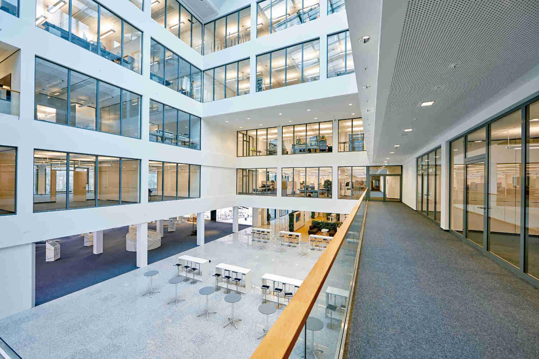 Das neue Gebäude am Standort Bad Pyrmont zeichnet sich durch eine moderne und offene Architektur aus und gilt als eine der smartesten in Deutschland. | Bild: Phoenix Contact