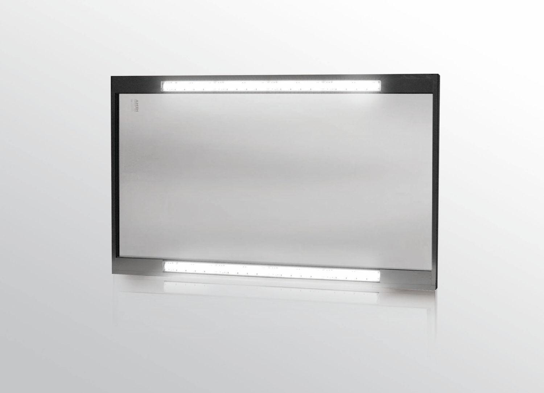HEMA hat die LED-Leisten so in die Scheiben integriert, dass ihr Licht den Bediener nicht blendet. Durch diese Konstruktion wird auch die Anhaftung von Spänenestern verhindert.   Bild: HEMA