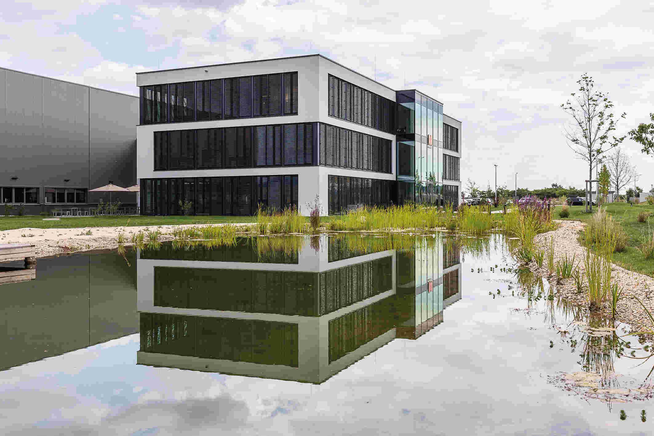 Vom neuen Werk Kottingbrunn aus werden pro Jahr rund 300 Elastomermaschinen in die ganze Welt geliefert.