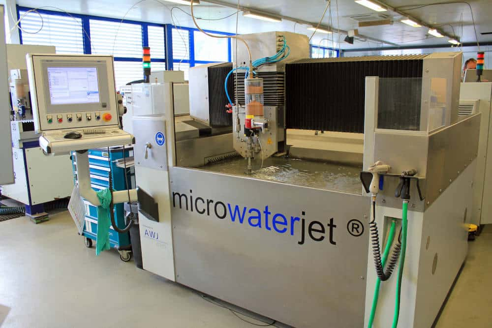Die Grundeinheiten der Microwaterjet-Systeme werden von einem renommierten Schweizer Unternehmen des Präzisionsmaschinenbaus im Auftrag hergestellt. (Foto: Klaus Vollrath)