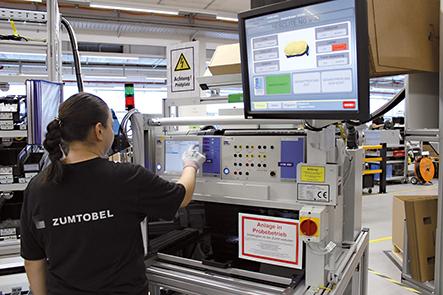 Der automatische Prüfprozess der Pick-to-Light Station ist ein weiterer Vorteil beim neuen Arbeitsplatz.