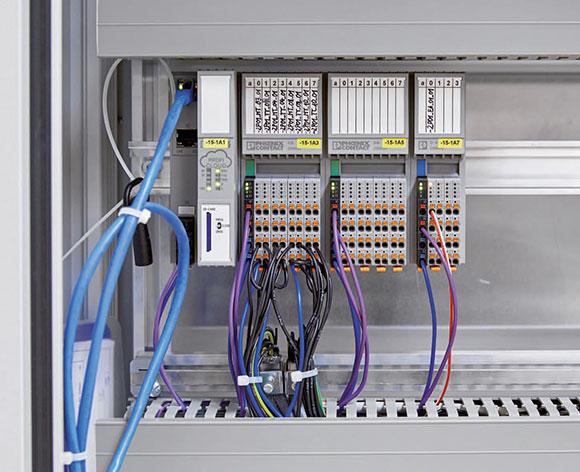 Mit der Steuerung AXC Cloud-Pro und den angereihten E/A-Modulen werden die Daten mehrerer in den Lagerräumen verteilter Temperatursensoren erfasst.