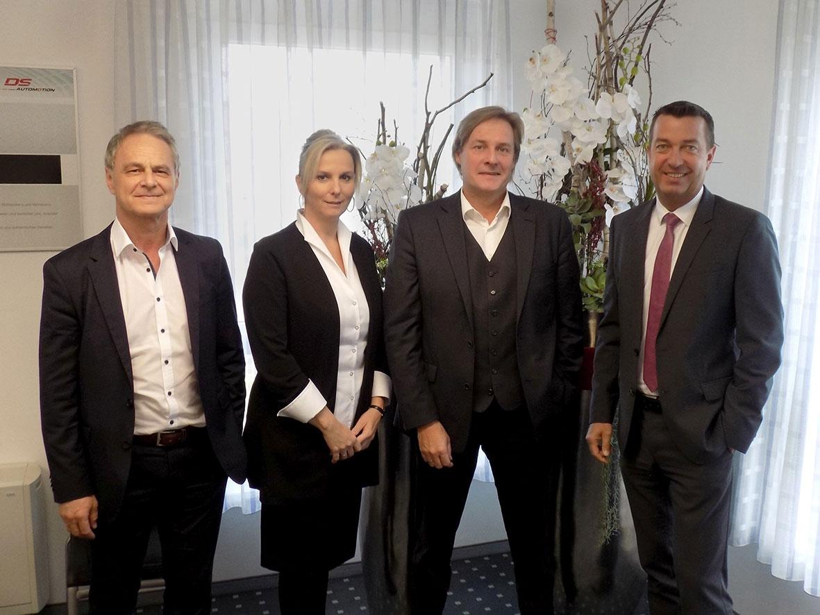 Manfred Hummenberger und Wolfgang Hillinger, Geschäftsführer DS Automotion GmbH (1.+4. v.li.), mit Cerstin und Thorsten Finke, Geschäftsführer Identytec GmbH & Co. KG