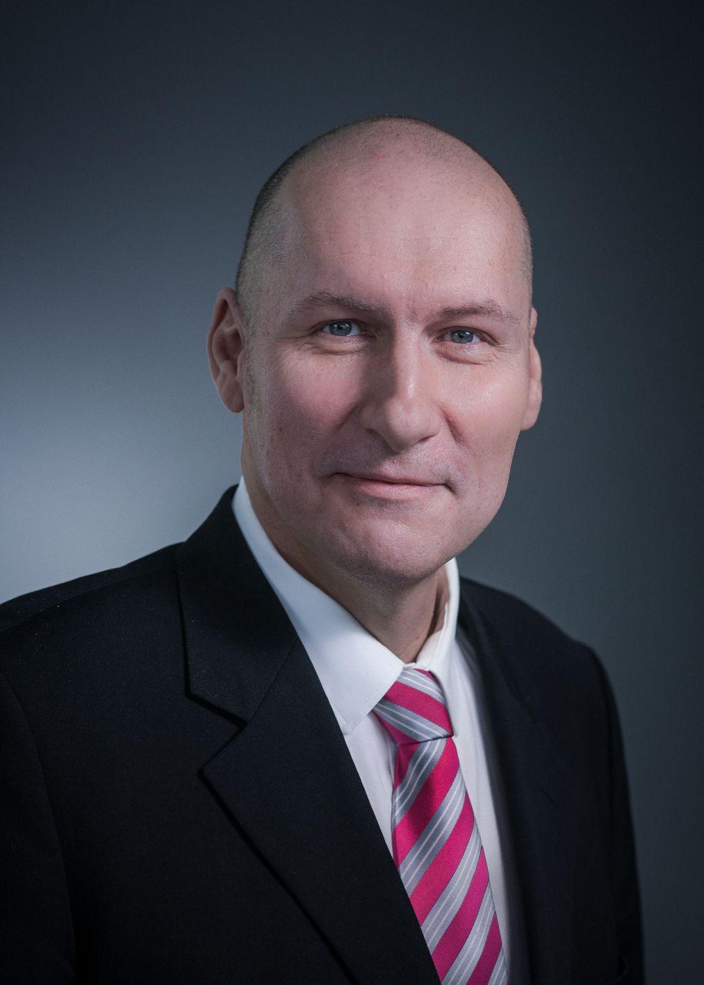 Ing. Peter Hoffmann, MBA, Produktmanager Mechanik, Klimatisierung & Automation Systems bei Rittal