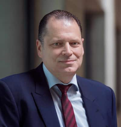 """""""Die Branche ist auf Wachstumskurs und benötigt ein internationales Messeschaufenster, das ihre Kompetenz und ihre technische Innovationskraft angemessen präsentiert. Das vorgestellte Messekonzept für die GrindingHub hat mich direkt überzeugt."""" - Stephan Nell, Geschäftsführer, United Grinding Group in Bern"""