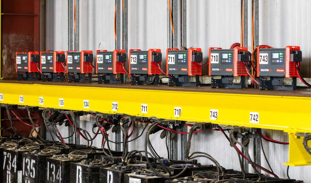 Der intelligente Ri-Ladeprozess der Selectiva 4.0 Ladegeräte passt den Ladevorgang an die Temperatur, den Ladezustand und das Alter der Batterien an.