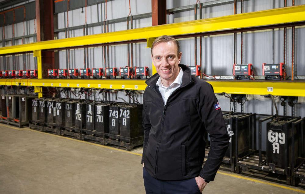 """Colin Chapman, Distribution Director von CJ Lang & Son Ltd: """"Insgesamt haben wir sehr gute Erfahrungen mit Fronius gemacht. Wir sind mit dem Service und dem Produkt sehr zufrieden."""" Copyright für Fotos: Fronius International GmbH"""